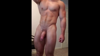 Super Sexy Jock Cumming all over his Abs!