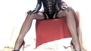 Kinky Crossdresser wants you between the thighs