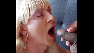 I love to swallow all the piss of this horny neighbor!!!