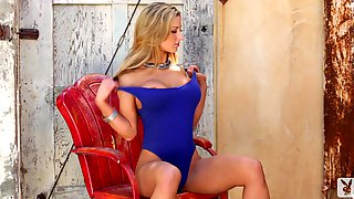 Busty blond angel is naked to seduce you