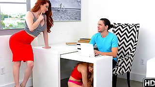 Lolo Punzel & Veronica Vain & Alex Davis in On The Lolo - MomsBangTeens