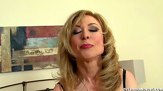 Horny Mommy With Blue Lingerie Gives Nice Handjob