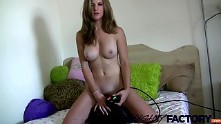 Amateur Willow cums hard while riding the sybian fucking machine