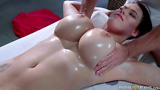 Big tit brunette babe Peta Jensen receiving oily massage