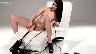 Slender babe in sexy lingerie Lady Dee is testing a new sex machine