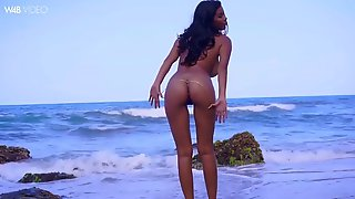 Majestic colombian solo babe kendra roll masturbates on a beach