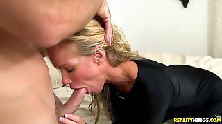 Elegant blonde getting her shaved pussy licked and fingered in close up shoot