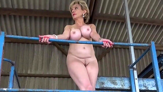 Lady Sonia strips out of her dress in public