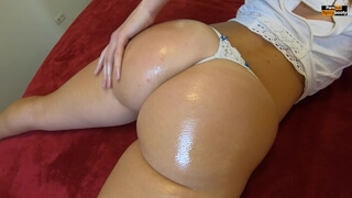 PAWG OILED ASSJOB AND QUICKIE DOGGYSTYLE