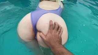 Playing with Huge Bubble Butt in the Pool