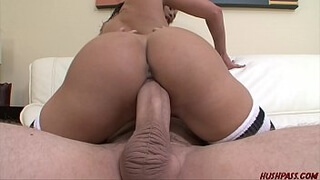 Babe Jayla Starr gags on a big dick before sex