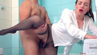 Wife Broke Pantyhose and had Sex in the Bathroom / Luna Roulette