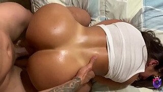 Her juicy pussy and big ass bouncing on my dick made me cum really fast