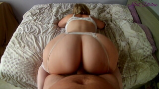 Milf with a big white ass loves to fuck!