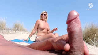 Beach Big Dick Flash in Front of this Married Woman ... this Stranger is Happy and she will Quickly!