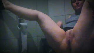 Masturbaiting in Office Toilet and trying to Silent while Cumming
