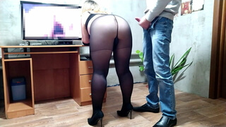 She watches porn i cum on her gorgeous ass