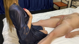 The slut agreed to shoot a video of sex in a hotel.
