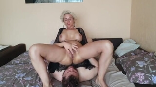 LIZUN CROWED OUT ALL THE HOLES OF THE MILF AFTER SHE WENT TO THE TOILET